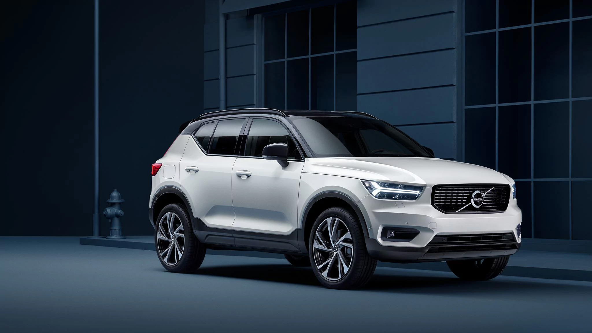 VOL-dealerwebsite-MY19-XC40-image02