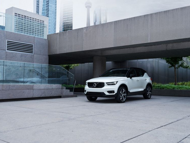 xc40-parked